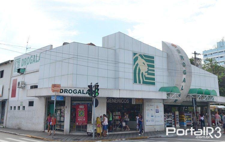 Drogalar fica no centro de Pindamonhangaba. (Foto: PortalR3)