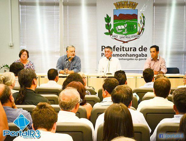 Encontro aconteceu na prefeitura e reuniu prefeitos da região, lideranças políticas e convidados. (Foto: PortalR3)