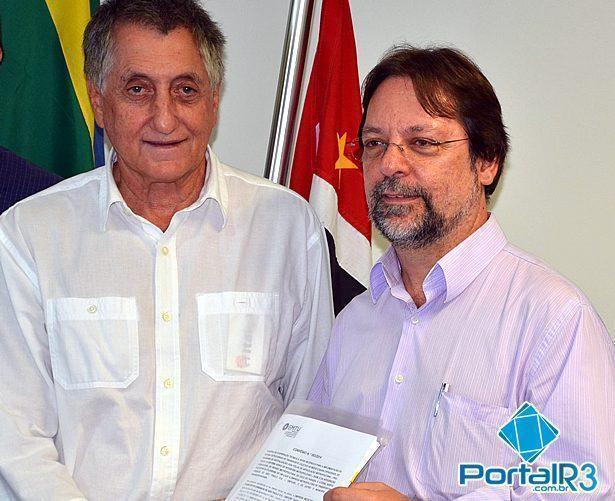 O prefeito de Pindamonhangaba, Vito Ardito Lerario e o diretor da EMTU, Evandro Losacco. (Foto: PortalR3)