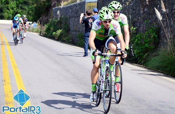 Momento em que André e Bulgarelli assumem a liderança na etapa. (Foto: Luis Claudio Antunes/PortalR3)