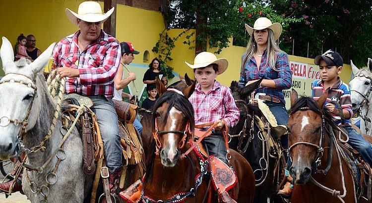 Muitas pessoas participaram da cavalgada em louvor a São Benedito. (Foto: Luis Claudio Antunes/PortalR3)