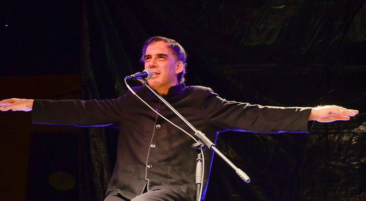Arnaldo Antunes durante apresentação em Pindamonhangaba. (Foto: Luis Claudio Antunes/PortalR3)