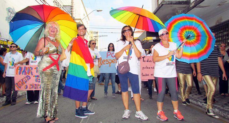 Participantes da 1ª Marcha Taubaté Sem Homofobia. (Foto: Sérgio Ribeiro/PortalR3)
