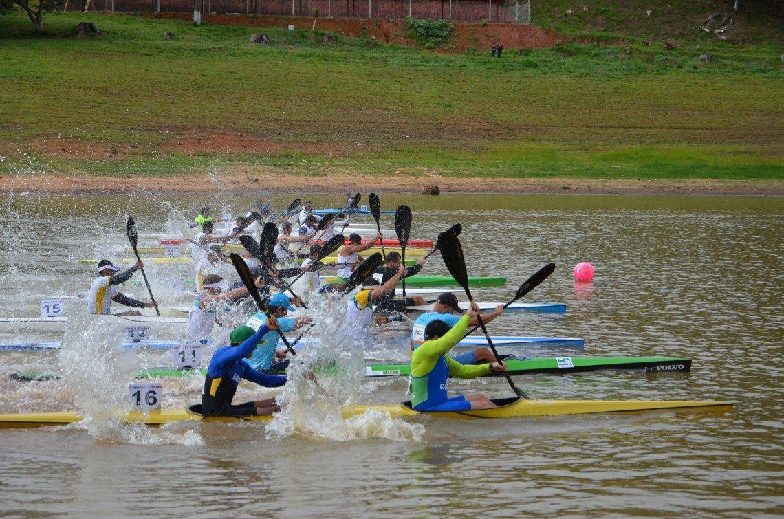 Águas calmas e com baixo índice de vento, é o que torna a represa um local perfeito para a prática do esporte. (Foto: Divulgação/PMRS)