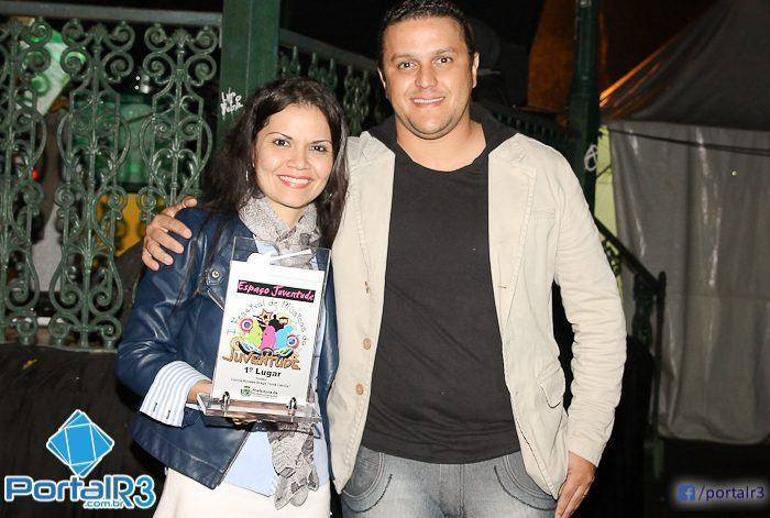 Bianca com o trofeu de campeã da categoria Interpretação. (Foto: Denis Silva/PortalR3)