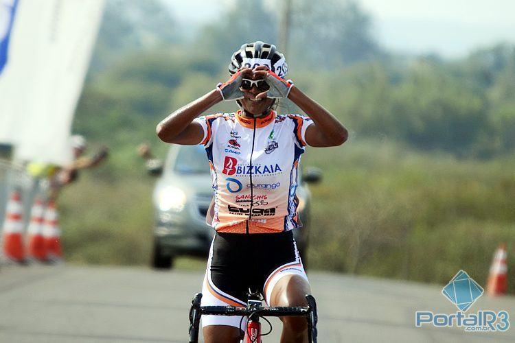 Márcia Fernandes comemora seu primeiro título brasileiro na Elite. (Foto: Luis Claudio Antunes/PortalR3)
