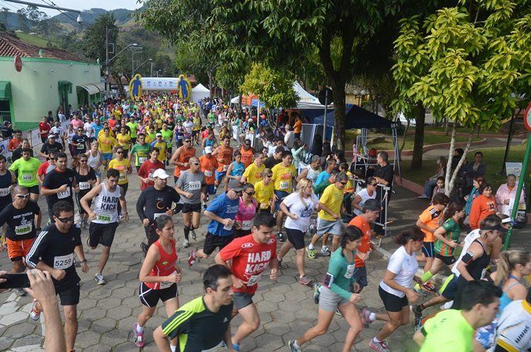 Largada da prova em São Francisco Xavier. (Foto: Tião Martins/PortalR3)