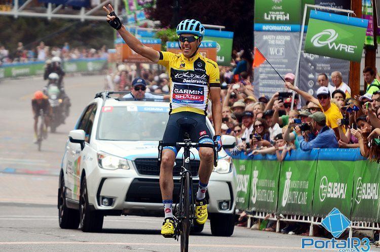 Danielson comemora bicampeonato na chegada da última etapa. (Foto: Luis Claudio Antunes/PortalR3)