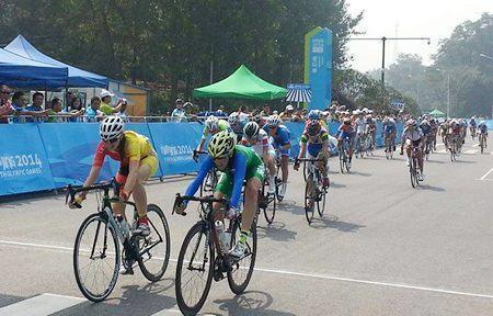 Chegada da prova feminina foi decidida no sprint. (Foto: divulgação)