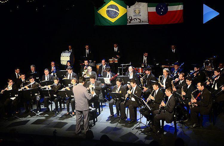 Banda Euterpe durante apresentação no Teatro Galpão em Pindamonhangaba. (Foto: Luis Claudio Antunes/PortalR3)