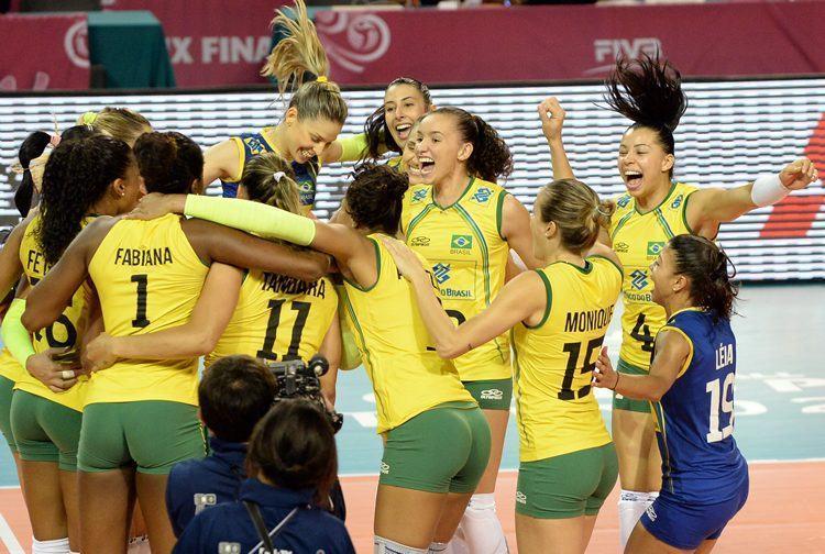 Meninas do Brasil comemoram a conquista de mais um título no Grand Prix. (Foto: Divulgação/FIVB)