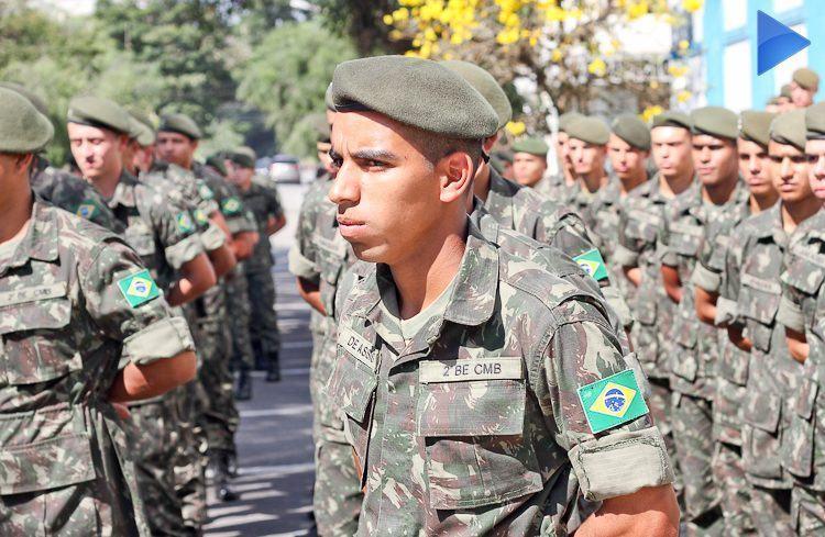 Dia do Soldado em Pindamonhangaba foi comemorado no 2º BE Cmb. (Foto: Sérgio Ribeiro/PortalR3)