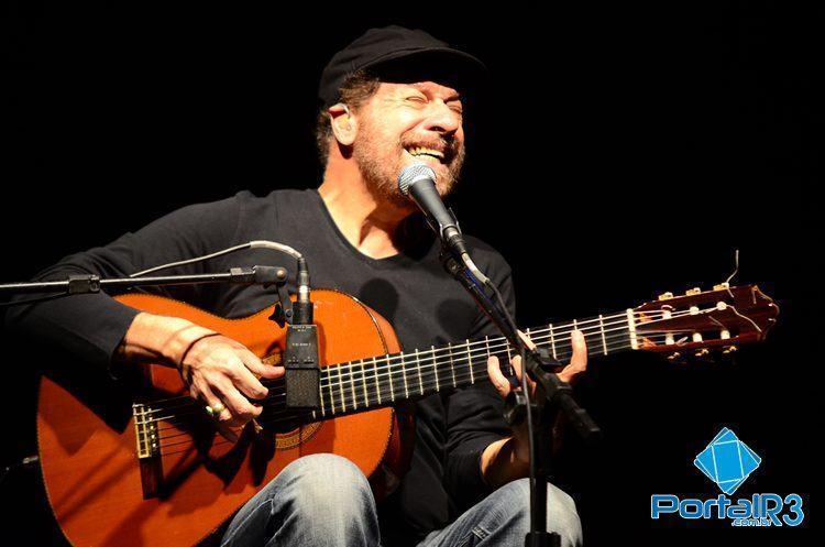 João Bosco durante show no ginásio da Ferroviária. (Foto: Luis Claudio Antunes/PortalR3)