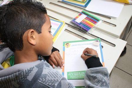 Cerca de 30 mil mensagens escritas de próprio punho pelos alunos serão entregues até 25 de setembro, último dia da Semana Nacional do Trânsito. (Foto: Divulgação/CCR NovaDutra)