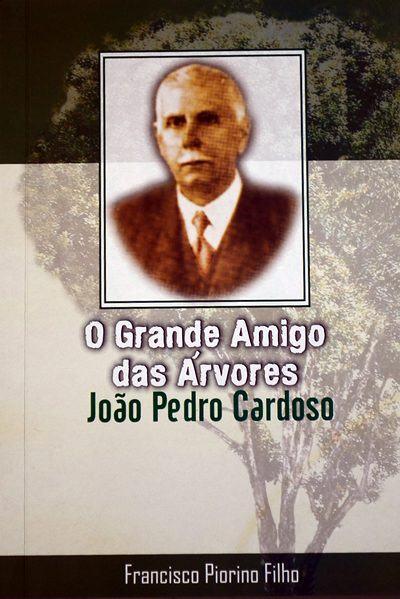 Livro que conta a história de João Pedro Cardoso, escrito por Francisco Piorino Filho, pode ser adquirido no supermercado Excelsior. (Foto: reprodução)