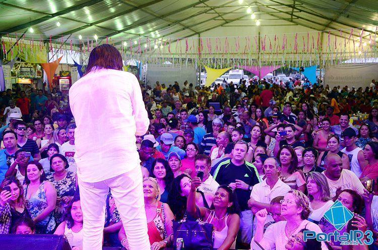 Fãs lotaram o espaço do evento para acompanhar o show de Mariano. (Foto:  Luis Claudio Antunes/PortalR3)