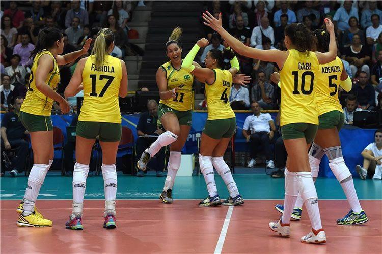 Brasileiras comemoram mais uma vitória na competição. (Divulgação/FIVB)