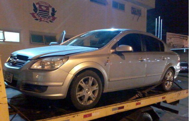 Carro foi apreendido pelos policiais. (Foto: Polícia Militar)