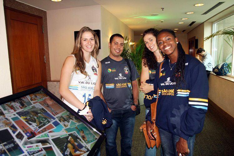 Meninas de São José dos Campos estiveram presentes no lançamento da Superliga. (Foto: Alexandre Arruda/CBV)