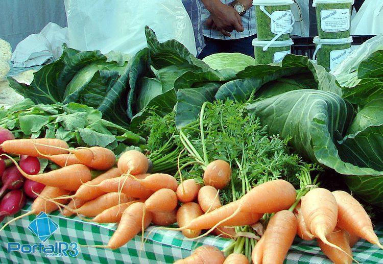 Legumes e frutas na alimentação melhoram saúde física e mental. (Foto: PortalR3)