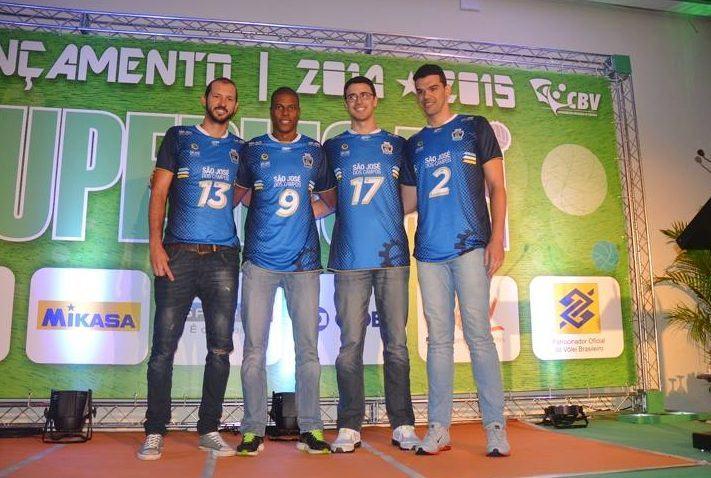 Representantes de São José dos Campos na cerimônia de abertura da Superliga. (Foto: Tião Martins/PMSJC)