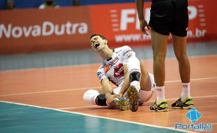 Rapha sofre contusão e sai na partida no meio do quarto set. (Foto: Fernando Noronha/PortalR3)