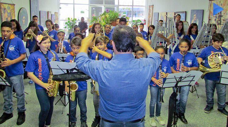 Apresentação aconteceu no saguão da prefeitura de Pindamonhangaba. (Foto: Luis Claudio Antunes/PortalR3)