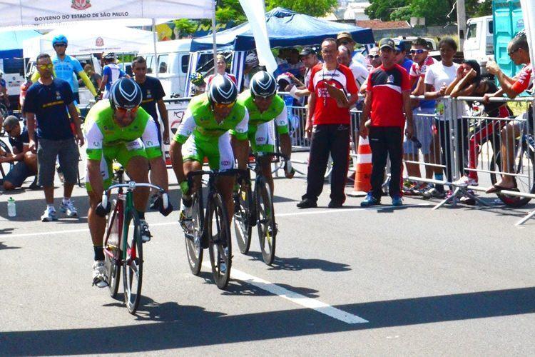 Atletas de São José dos Campos na prova de Velocidade Olímpica. (Foto: Tião Martins/PMSJC)