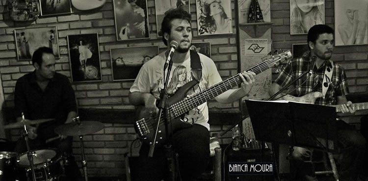 A Manfredini Blues Band é formada por Marcos Manfredini, voz e guitarra, Vinicius Oliveira, contrabaixo, e Rafael Guerra, bateria. (Foto: Divulgação)