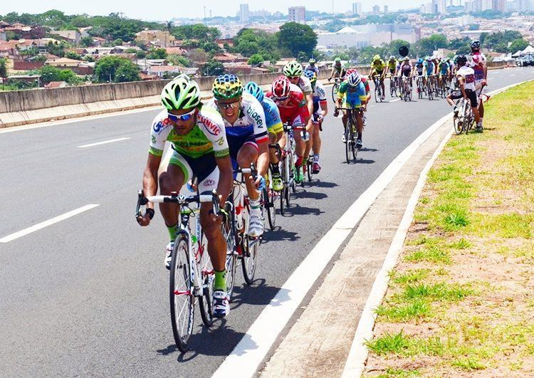 Atletas durante a prova de Resistência. (Foto: Tião Martins/PMSJC)