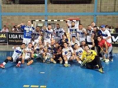 Equipe comemora o título dos Abertos. (Foto: Divulgação)