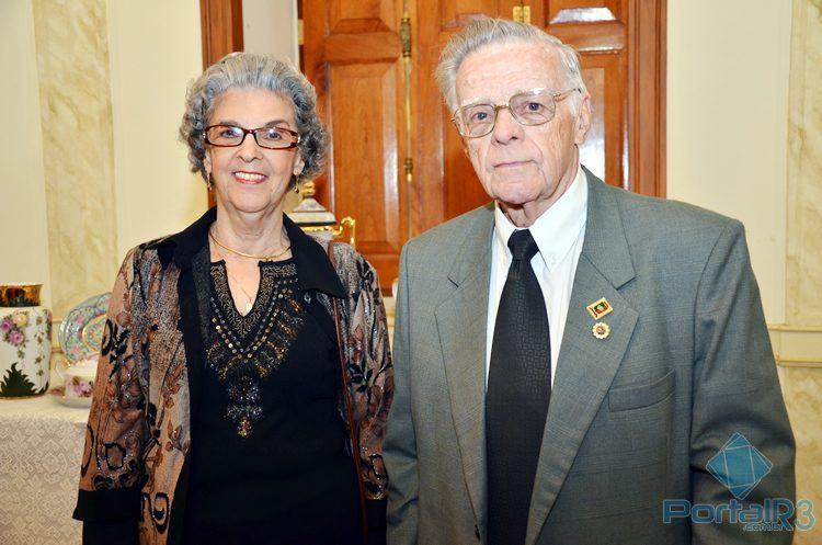 Therezinha e o marido, Francisco Piorino, durante uma exposição no museu de Pinda. (Foto: Luis Claudio Antunes/PortalR3)