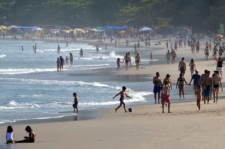 Praia das Toninhas foi uma das procuradas pelos turistas em Ubatuba. (Foto: divulgação/PMU)
