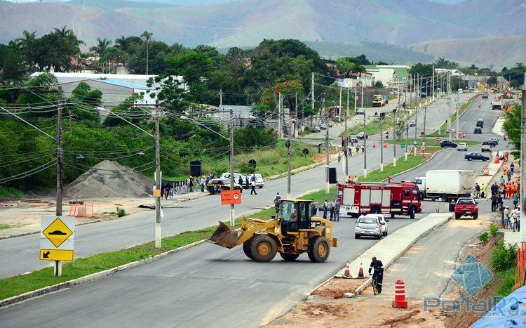 Protesto paralisou a rodovia por cerca de 1 hora, em frente a principal entrada dos bairros Beta e Delta. (Foto: PortalR3)