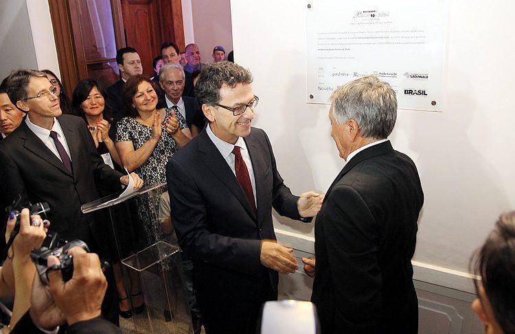 Momento de apresentação da placa inaugural do Palacete 10 de Julho. (Foto: Denis Silva/PortalR3)