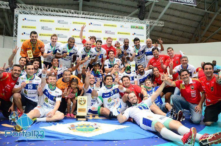 Taubaté comemora mais um título da temporada. (Foto: Luis Claudio Antunes/PortalR3)