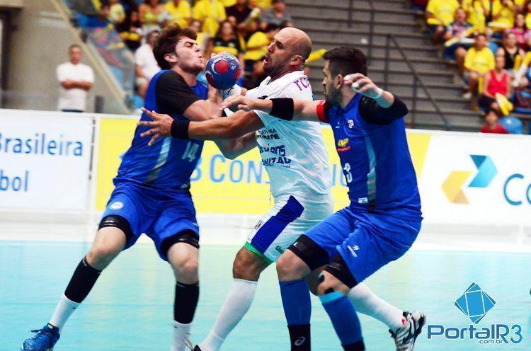 Lance da partida entre Taubaté e EC Pinheiros. (Foto: Luis Claudio Antunes/PortalR3)