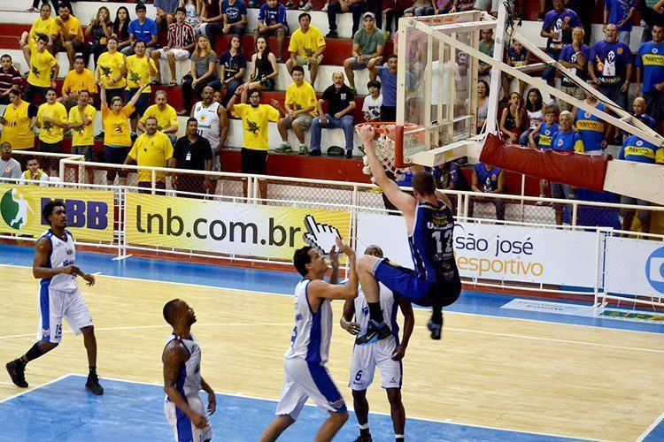 Em casa, São José venceu apertado o Macaé por apenas um ponto, mas manteve a invencibilidade em sua casa. (Foto: Arthur Marega Filho / São José Desportivo)