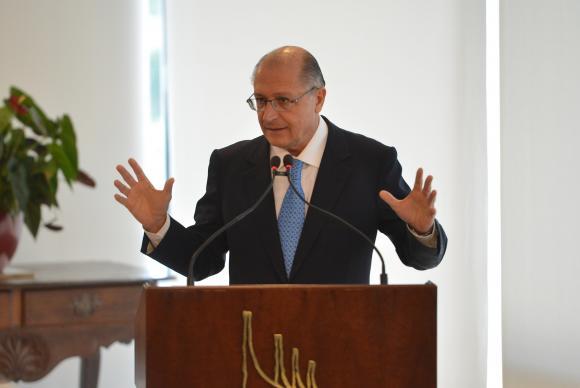 Governador Geraldo Alckmin é diplomado em São Paulo e defende aplicação de multas a quem gastar água além do permitido. (Foto: José Cruz/Agência Brasil)