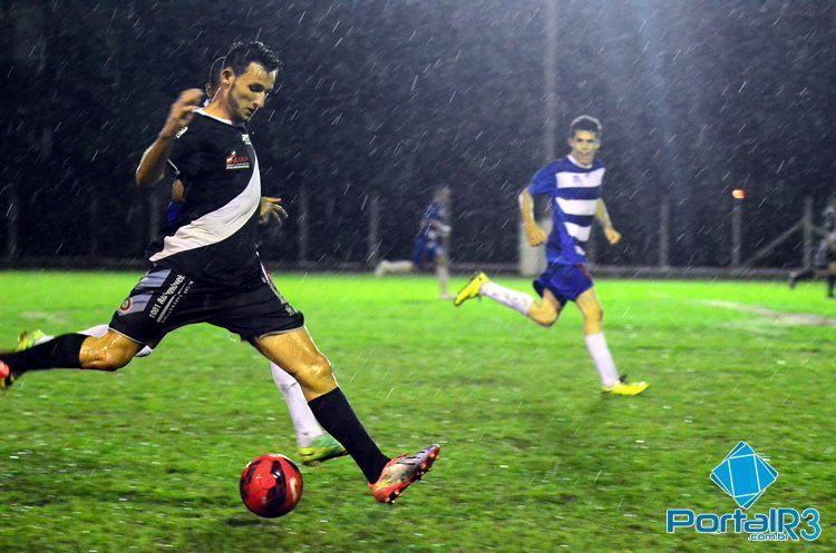 Jogo aconteceu no Zito e foi debaixo de muita chuva. (Foto: Luis Claudio Antunes/PortalR3)