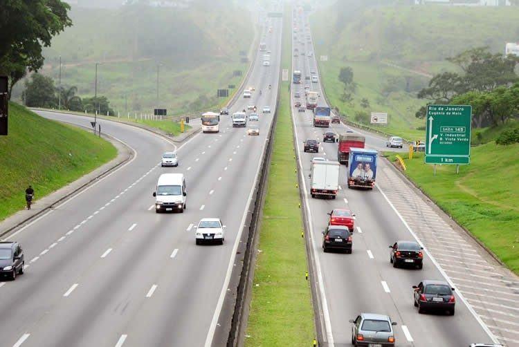 A consulta deve ser realizada nos terminais de autoatendimento, pela internet ou diretamente nas agências, bastando o número do RENAVAM do veículo. (Foto: PortalR3)