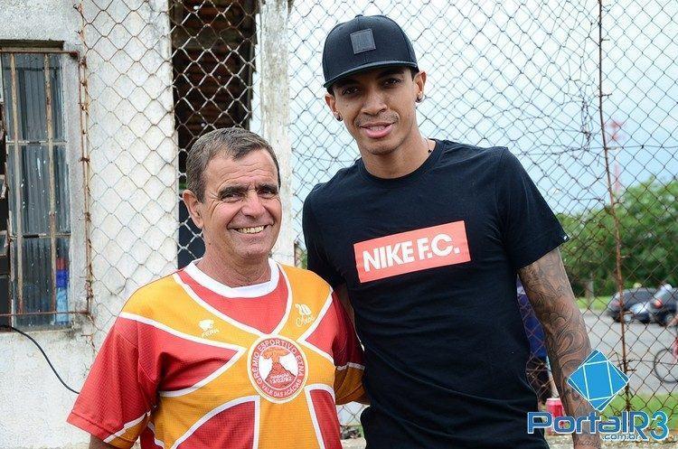 Luiz Gustavo e o técnico Ditinho. (Foto: Luis Claudio Antunes/PortalR3)
