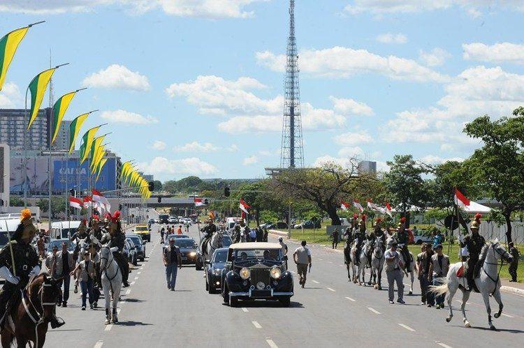 O cerimonial do Palácio do Planalto faz os ajustes finais da cerimônia de posse da presidenta Dilma Rousseff, marcada para o dia 1º de Janeiro. (Foto: Elza Fiúza/Agência Brasil)