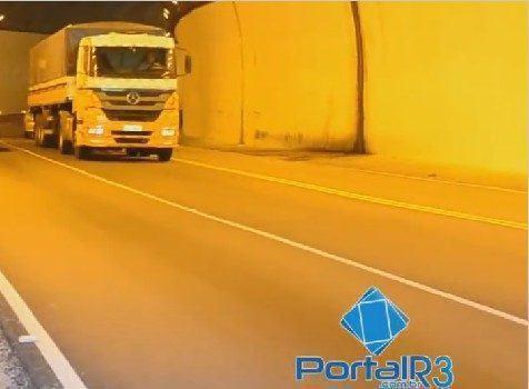 Colisão aconteceu dentro do túnel que dá acesso à Campos do Jordão/Vale do Paraíba. (Foto: Arquivo/PortalR3)