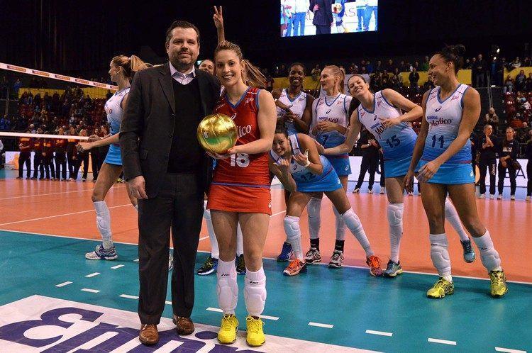 Camila Brait foi com o troféu de melhor líbero. (Foto: João Pires/Fotojump)