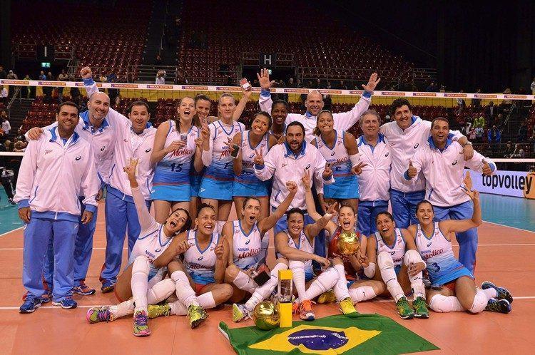 Equipe completa na comemoração do título. (Foto: João Pires/Fotojump)