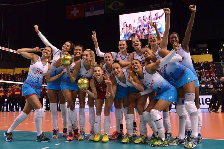 Meninas comemoram o título na Suíça. (Foto: João Pires/Fotojump)