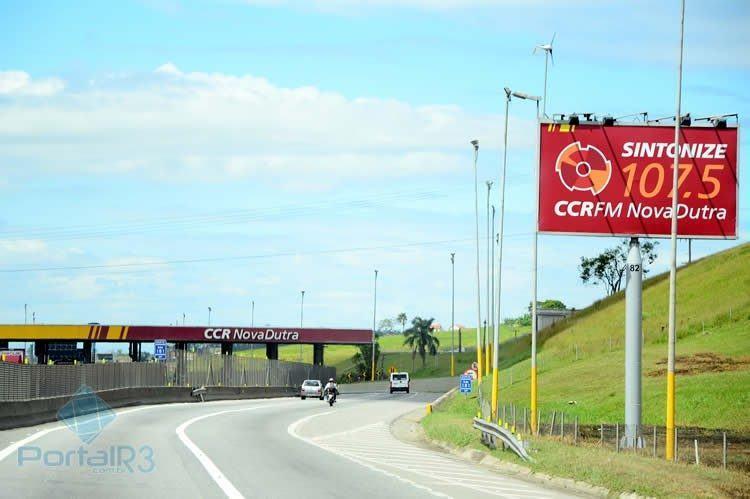 A expectativa da CCR NovaDutra é de que 470 mil veículos saiam da capital paulista para o feriado de Réveillon e 349 mil veículos saiam da capital fluminense. (Foto: PortalR3)