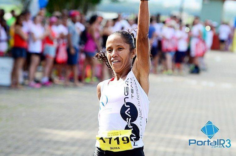 Irma comemora o bicampeonato na competição. (Foto: Luis Claudio Antunes/PortalR3)