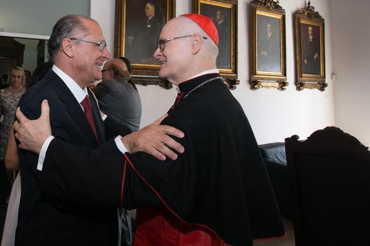 Alckmin é cumprimentado pelo cardeal arcebispo de São Paulo, Dom Odilo Pedro Scherer. (Foto: A2 Fotografia / Diogo Moreira)